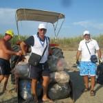 Baia Felix pulisce le spiagge libere