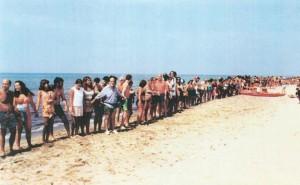 Baia-Domizia-catena-umana-2000